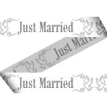 Afzetlint just married
