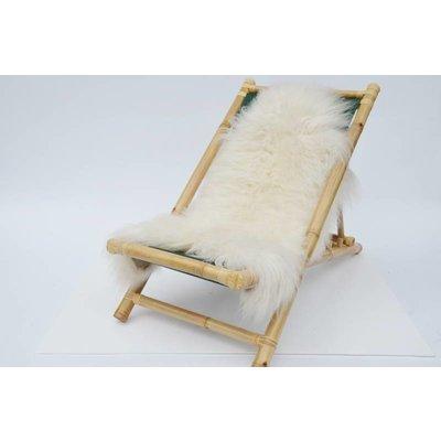 Bamboe loungestoel met schapenvacht