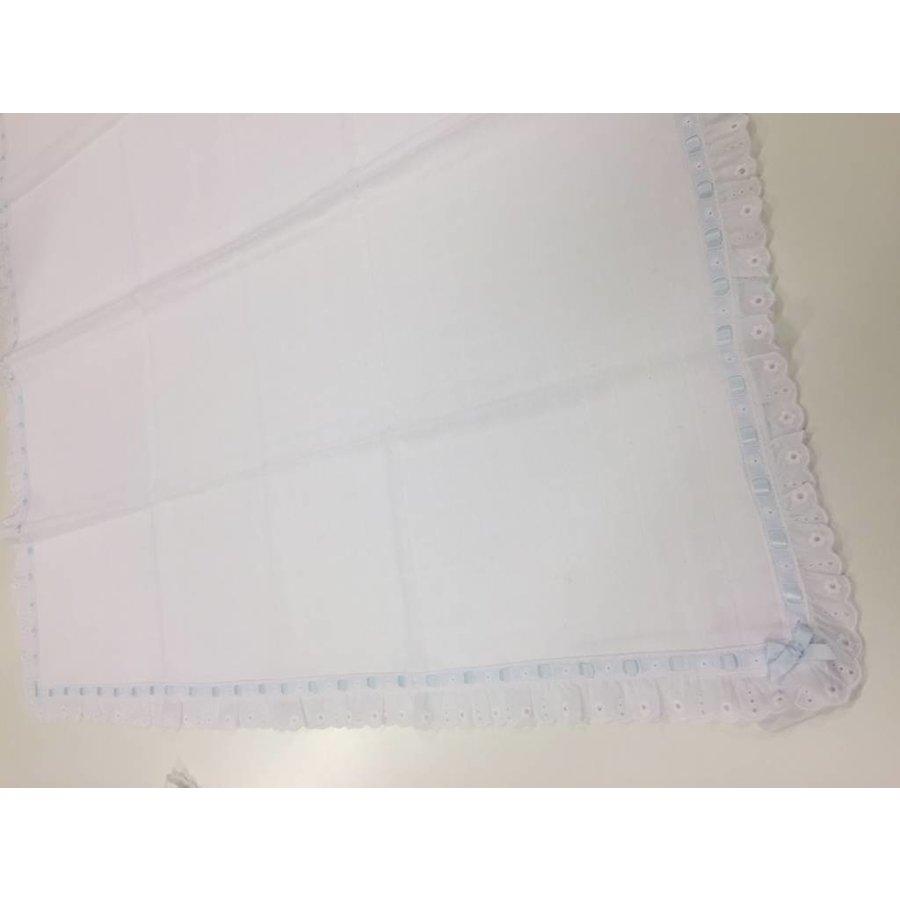 Hydrofiele doek met broderie licht blauw