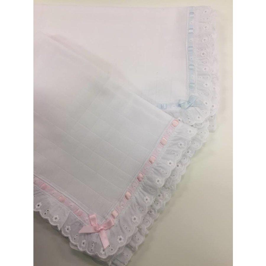 Hydrofiele doek met broderie licht roze