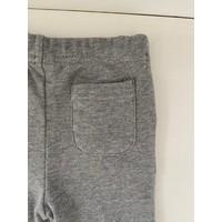 Grijze broek met achterzakken