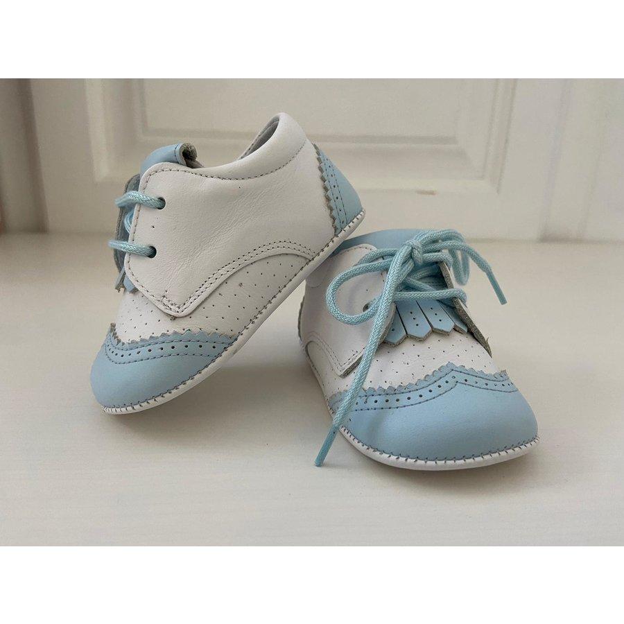 Wit / licht blauw leren schoentje
