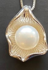 Dark chocolate oyster shell with pearl necklace