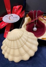 White chocolate oyster shell with oyster pearl necklace 2