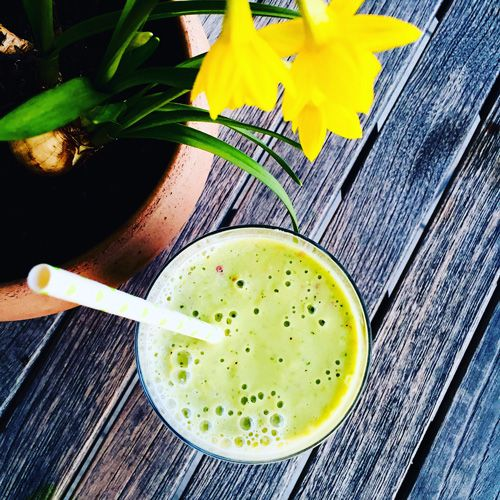 GREEN SMOOTHIE MIT MACA