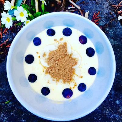 Smoothie-Bowl with Maca-Cacao Powder