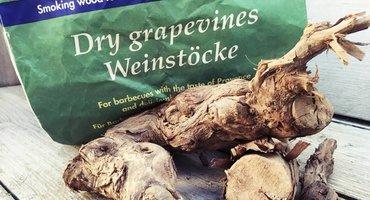 Raucherhölzer beim Grillen? Probieren Sie Mal alte Weinreben!