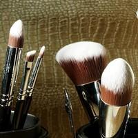 Hoe en hoe vaak moet ik mijn make-up kwasten schoonmaken?