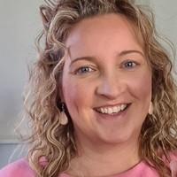 Frisse en verzorgde make-up look tijdens het videobellen