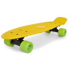 """Retro pennyboard met gele bovenkant en groene wielen 6,1"""""""