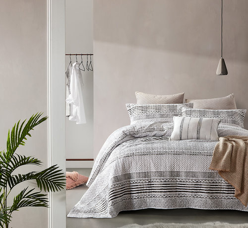Dreamhouse Bedding Bedsprei Elegant Stripe Grey