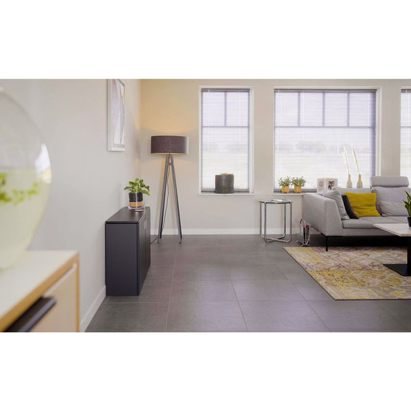 Vepa zit sta bureau HomeFit wit Stichtingpraktijkleren