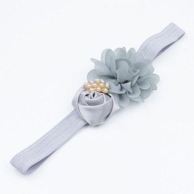 Haarbandje bloemen satijn/chiffon met parels (grijs)