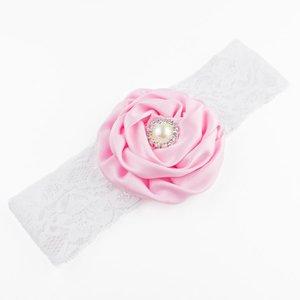 Baby haarbandje bloem met parel op kant (lichtroze)
