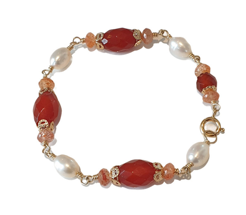 Bracelet with Carnelian, Sandstone and Pearl