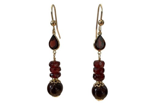 EXCLUSIVE COLLECTION red earring