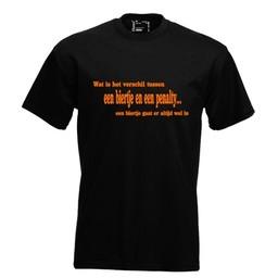 Wat is het verschil tussen een biertje en een penalty... een biertje gaat er altijd wel in. Keuze uit T-shirt of Polo en div. kleuren. S t/m 8 XL
