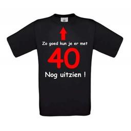 Zo goed kun je er met 40 nog uit zien. Keuze uit T-shirt of Polo en div. kleuren. S t/m 8 XL