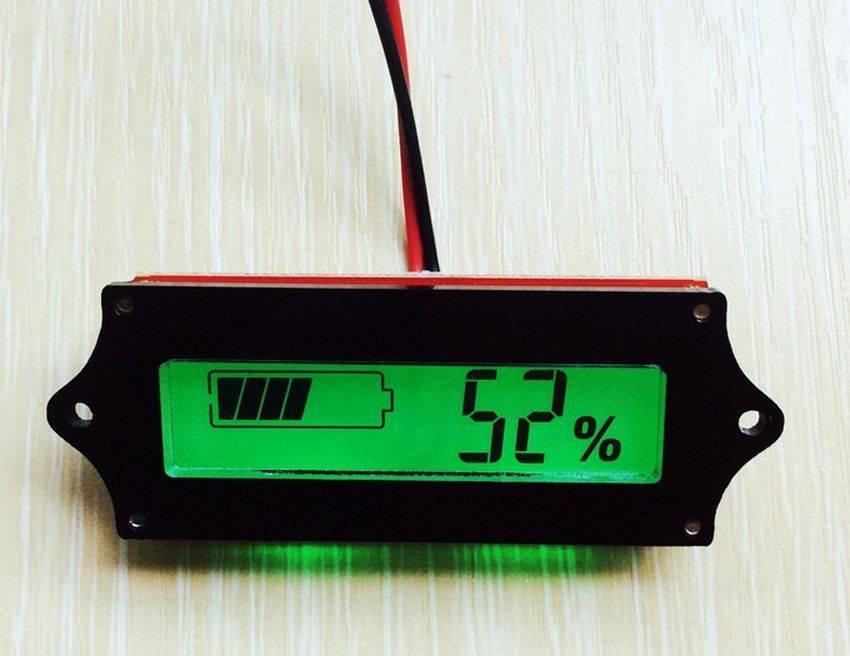 Accu Capaciteitsmeter, 12 Volt met groen verlicht LCD display, en percentage meting