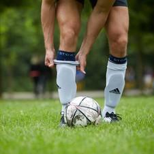 Hockey- oder Fußballspieler?  Hier sind einige gute Gründe, um Kompressionssocken unter Ihren Schienbeinschonern zu tragen!