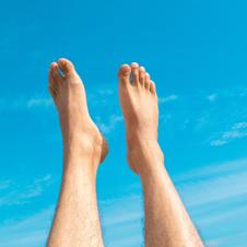 Dikke voeten en dikke enkels: 17 oorzaken en oplossingen