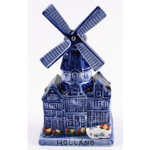 Typisch Hollands Delft blue windmill with music