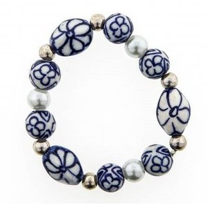 Typisch Hollands Children's bracelet blue beads and white pearl