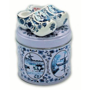 www.typisch-hollands-geschenkpakket.nl Stroopwafels gift set - with wooden clogs - Delftware