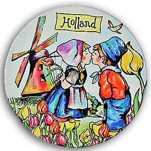 Typisch Hollands Coaster Kissing couple color