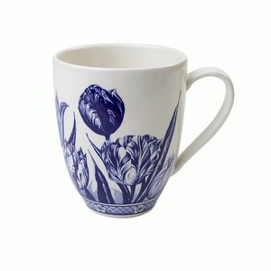 Typisch Hollands Delft blue mug with tulip painting.