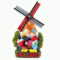Typisch Hollands Magneet  - molen kussend paartje Holland