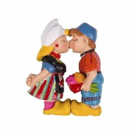 Typisch Hollands Magnet Dutch kissing farmer couple