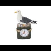 Typisch Hollands Meeuw op strandpaal met klok