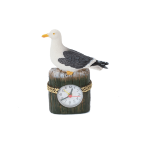 Typisch Hollands Seemöwe auf Strandpfosten mit Uhr