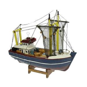 Typisch Hollands Vissersboot (kotter) met netten 24cm