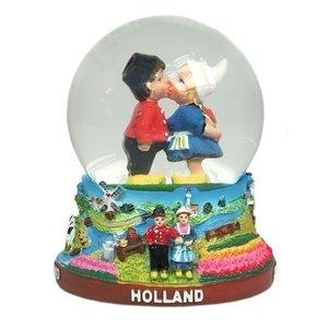 Typisch Hollands Snow globe Kiss pair - Large 8 cm