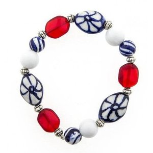 Typisch Hollands Children's bracelet with red glass beads - Copy