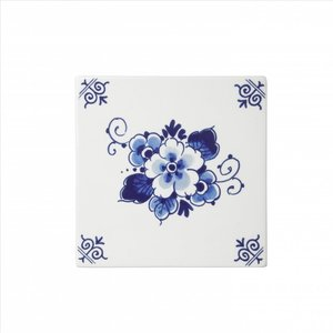 Typisch Hollands Delft blue tile with a floral pattern