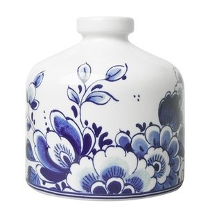 Heinen Delftware Vaas rond bloemdecoratie.