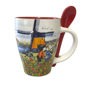 Typisch Hollands Mug with Spoon - Dutch landscape and kiss couple