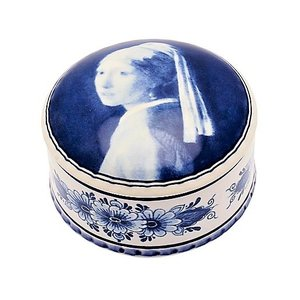 Heinen Delftware Delft blue pill box - the girl with the pearl.