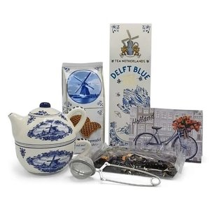 Tea Netherlands Delft blue Tea-for-one with stroopwafels and tea