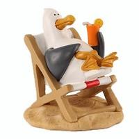 Typisch Hollands Komische meeuw in ligstoel