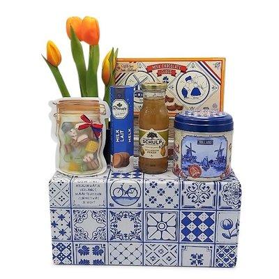 www.typisch-hollands-geschenkpakket.nl Typical Dutch treats package (Delft blue box)