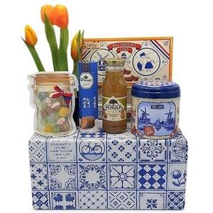 www.typisch-hollands-geschenkpakket.nl Typical Dutch delicacies package (Delft blue box)