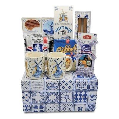 www.typisch-hollands-geschenkpakket.nl Dutch gift package (in Delft blue box)