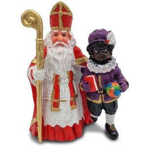 Typisch Hollands Sinterklaas and the main Piet standing.