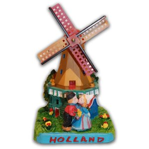 Typisch Hollands Molen met kuspaar Holland
