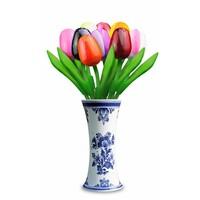 Typisch Hollands 9 kleine houten tulpen in Delfts blauwe vaas