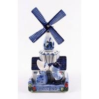 Typisch Hollands Delfter blaue Windmühle mit musikküssendem Paar